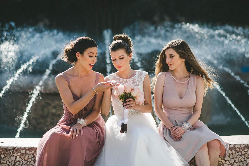 сватба-шаферки-рокли